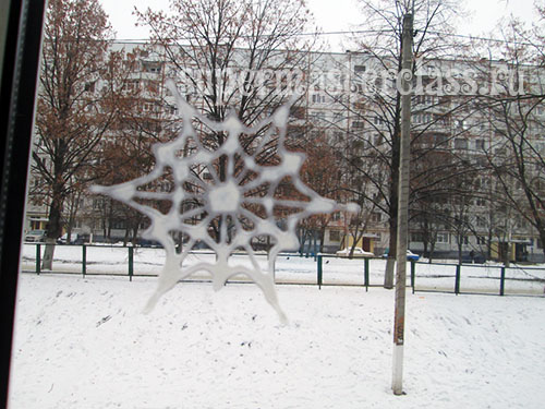 How to make a snowflake from PVA glue