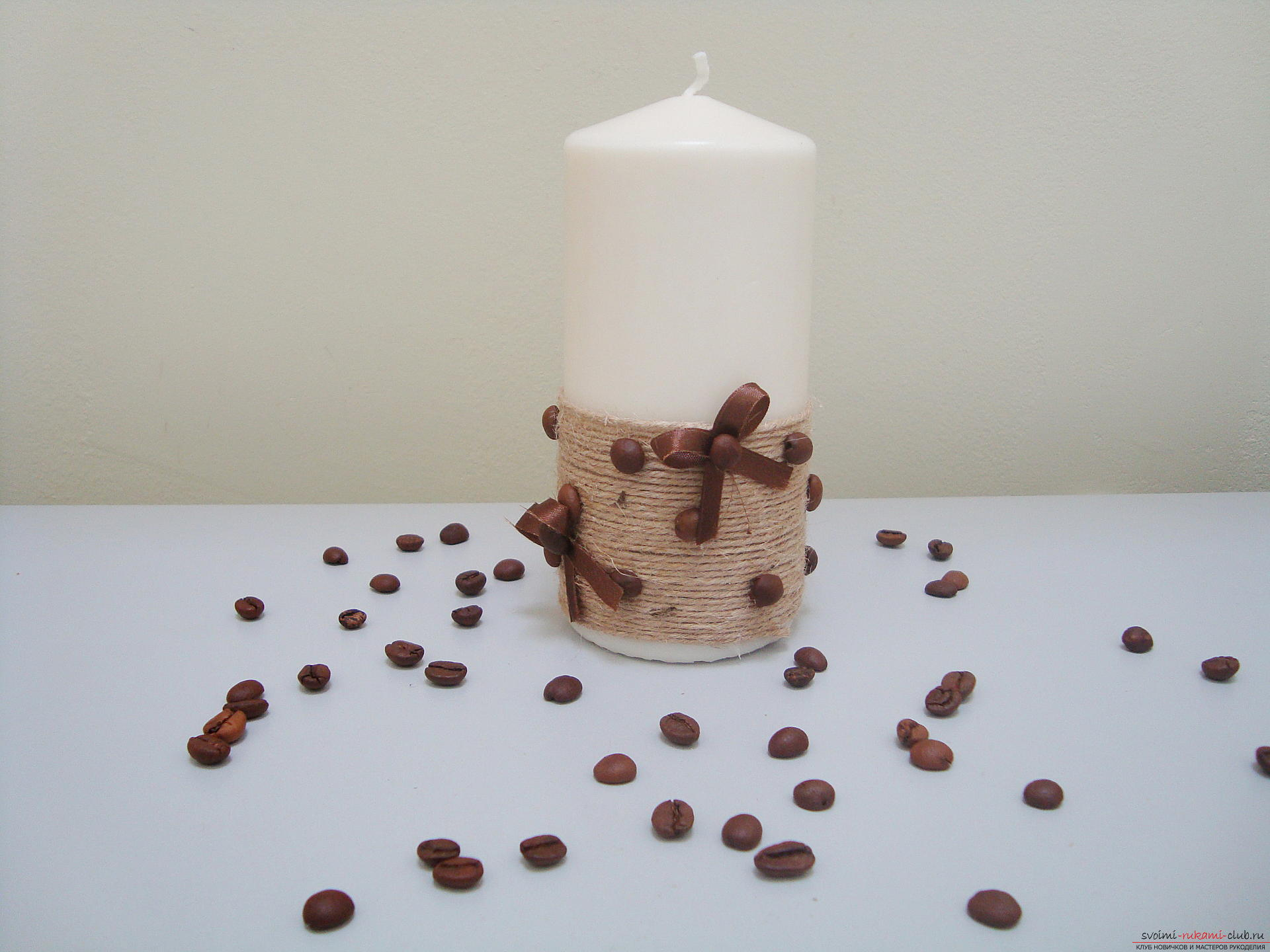 Photos to the step-by-step guide on making a decorative candle made from coffee beans. Photo №1