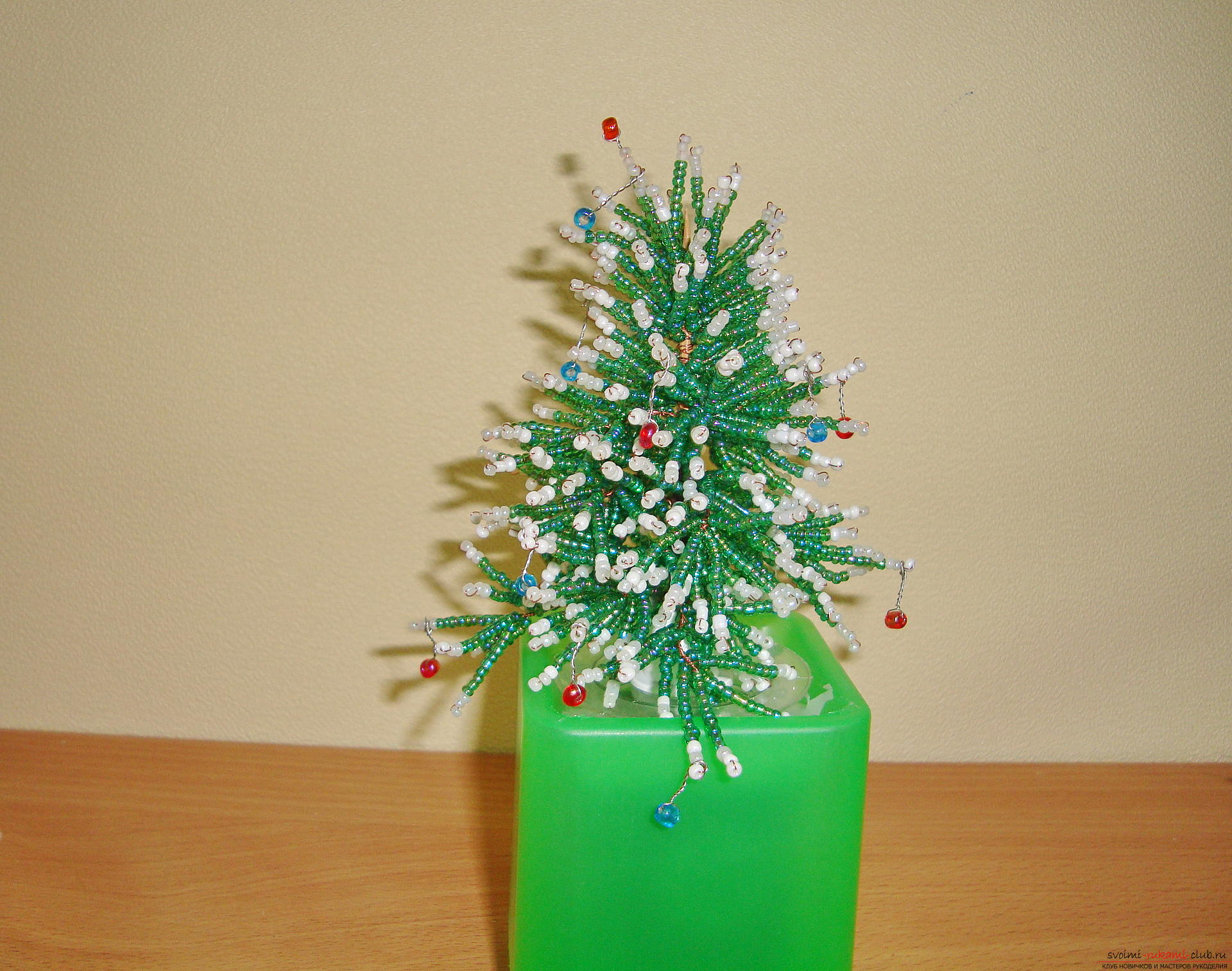 The Christmas tree should be fabulous and unusual. From this master class you will learn how to create a Christmas tree from beads .. Picture №1