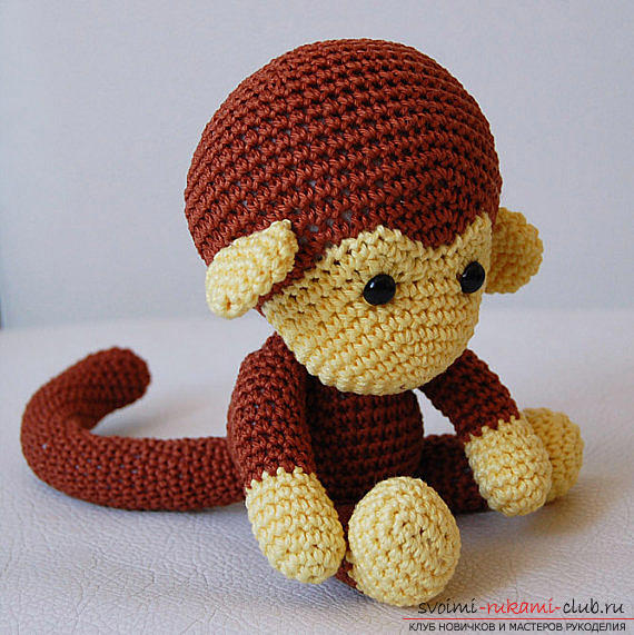 Monkey amigurumi with his hands with a step-by-step description and photo. Photo №6