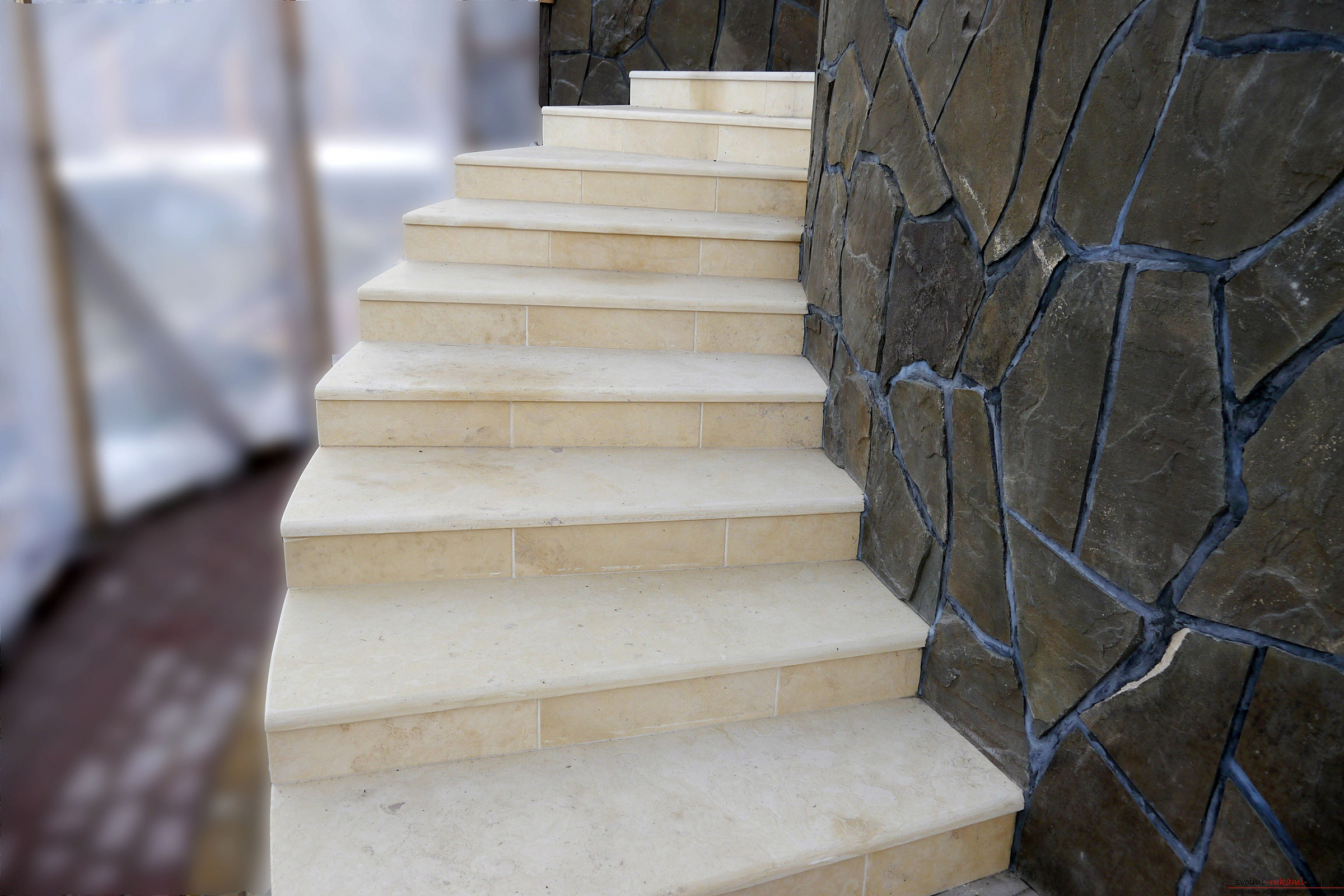 How to make a beautiful stone decoration of the entrance to the yard? What materials should I use ?. Picture №3