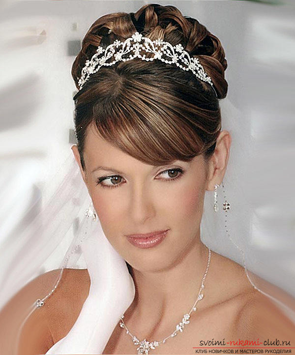 Learn how to make beautiful wedding hairstyles on medium hair with your own hands. Photo # 23