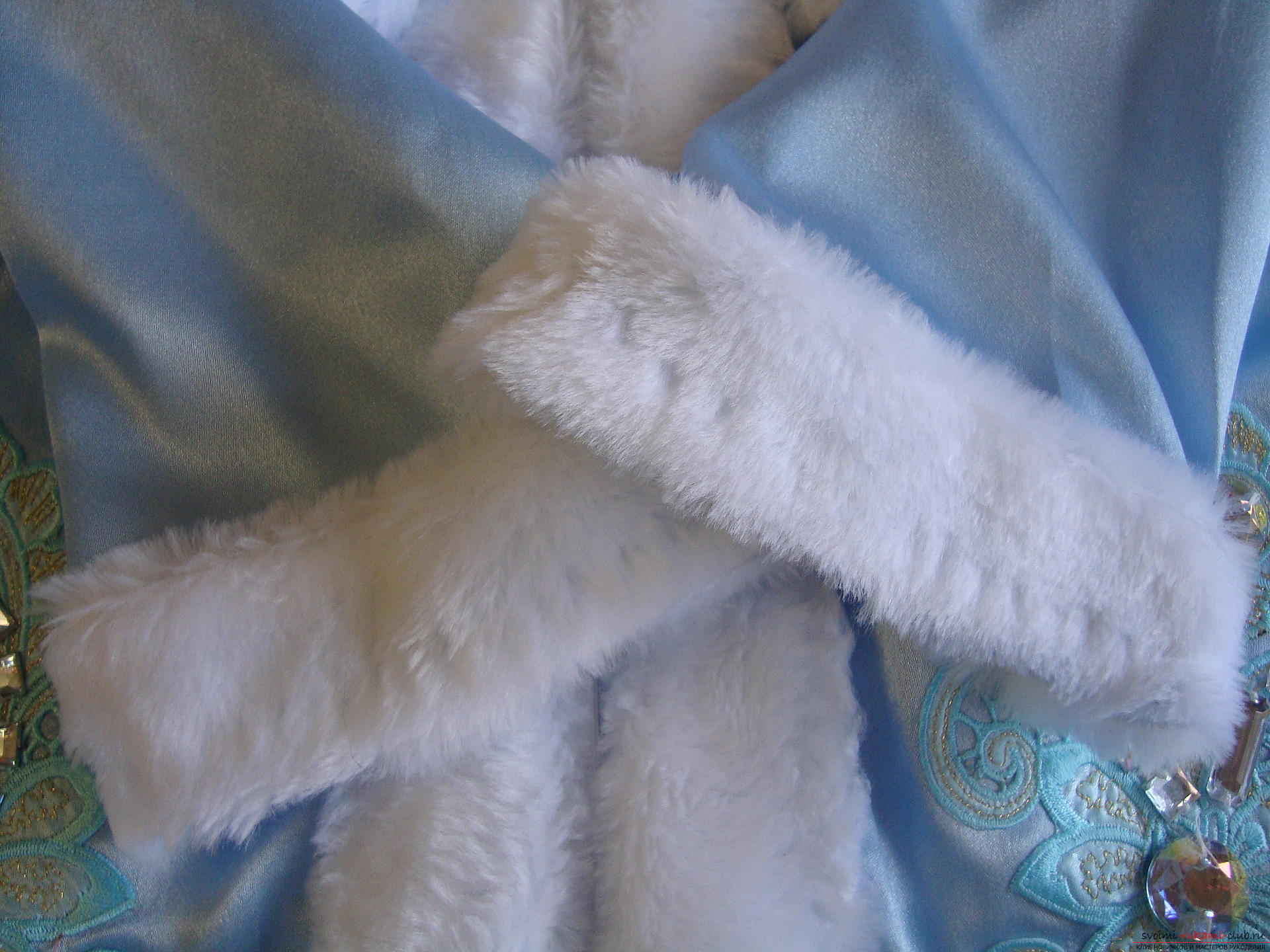 Carnival costumes for the girl's mother can sew by hand. The Snow Maiden costume will appeal to many girls .. Photo №10