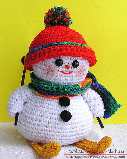 Bright snowman with amigurumi crochet with description and photo. Photo number 17