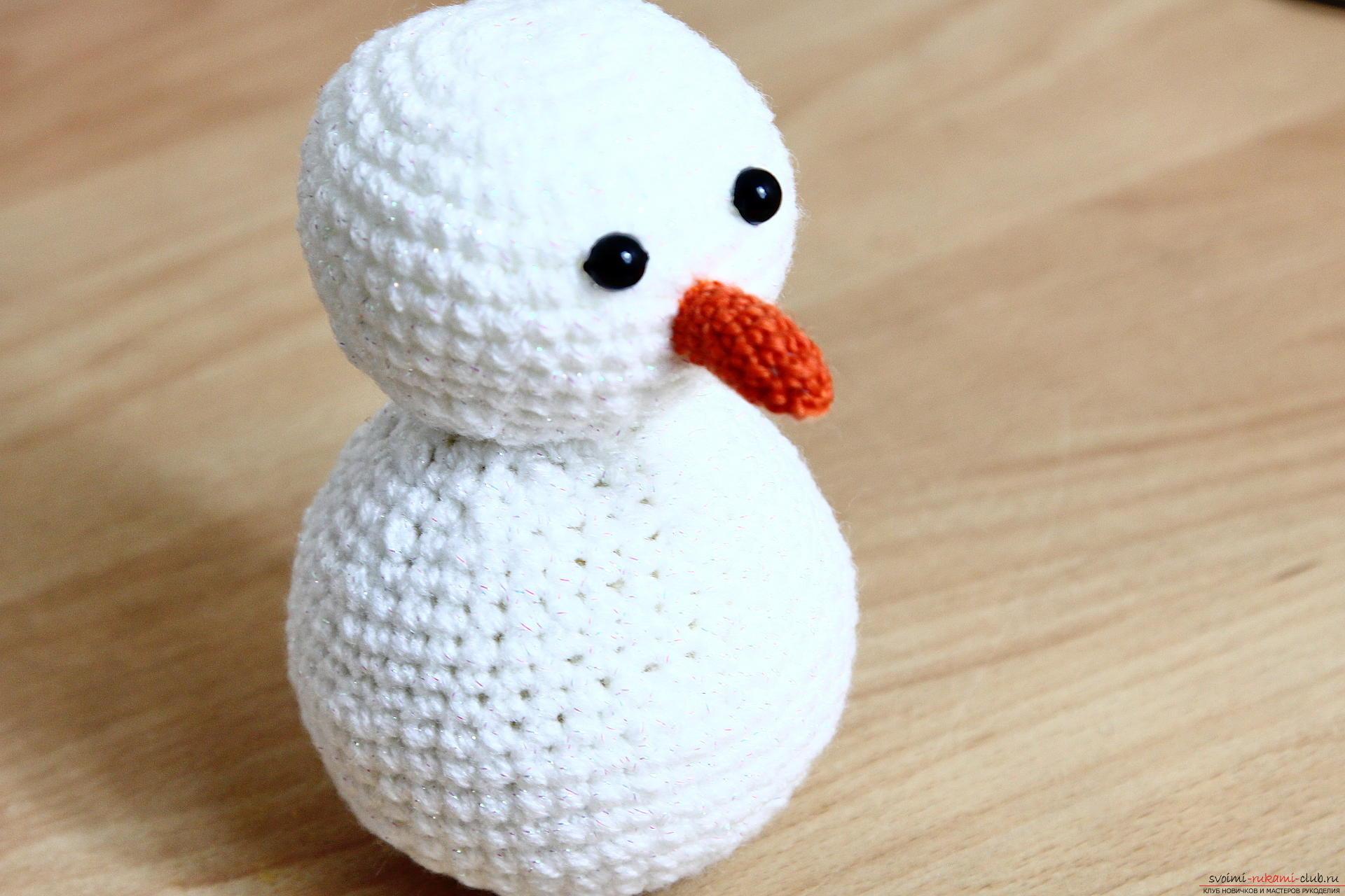 We knit a New Year's snowman with a crochet with a detailed master class, supplemented by step-by-step photos. Photo Number 19