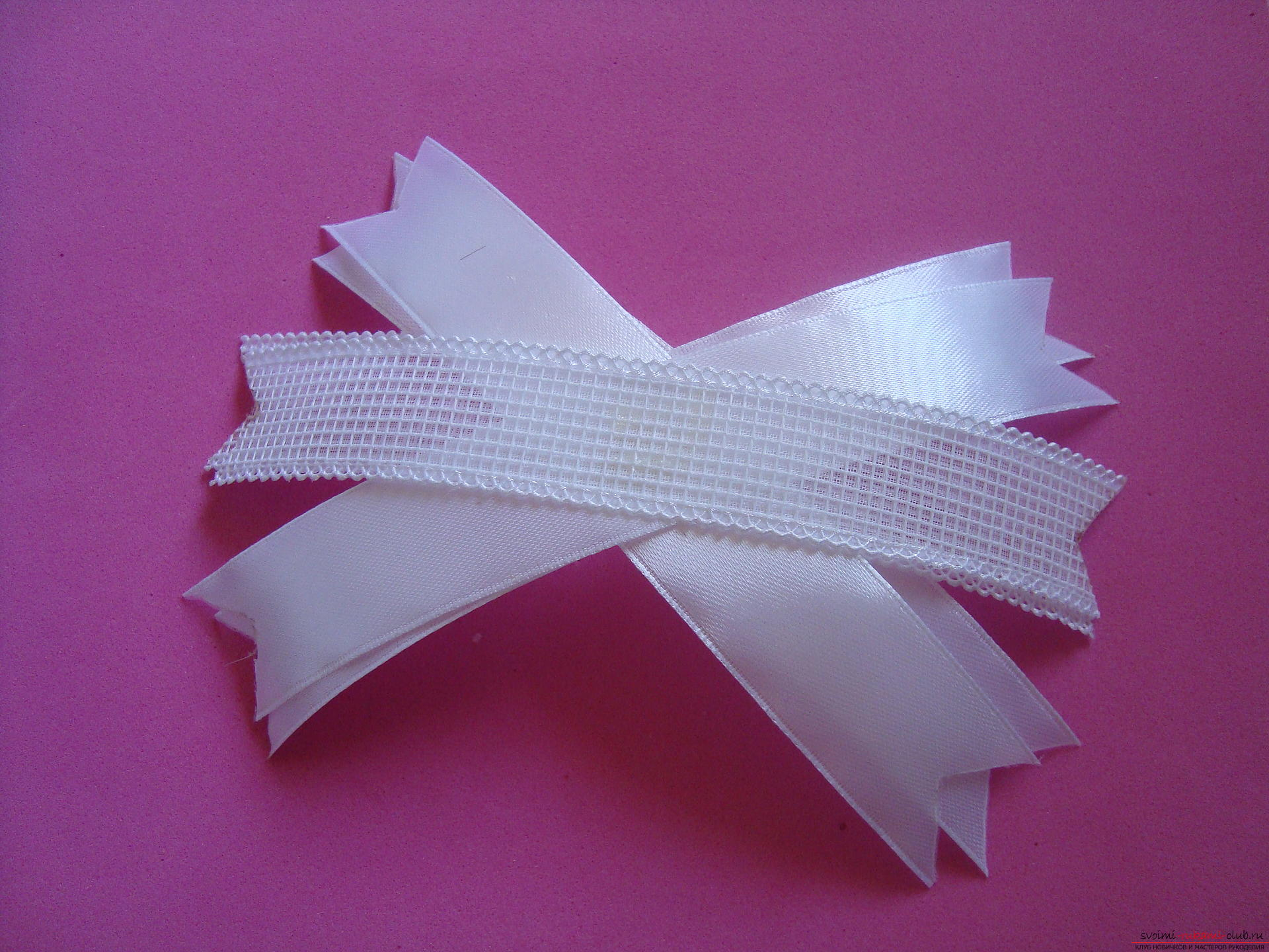 Step-by-step guide to making bows by September 1 for schoolgirls describing the steps and photos. Photo №5