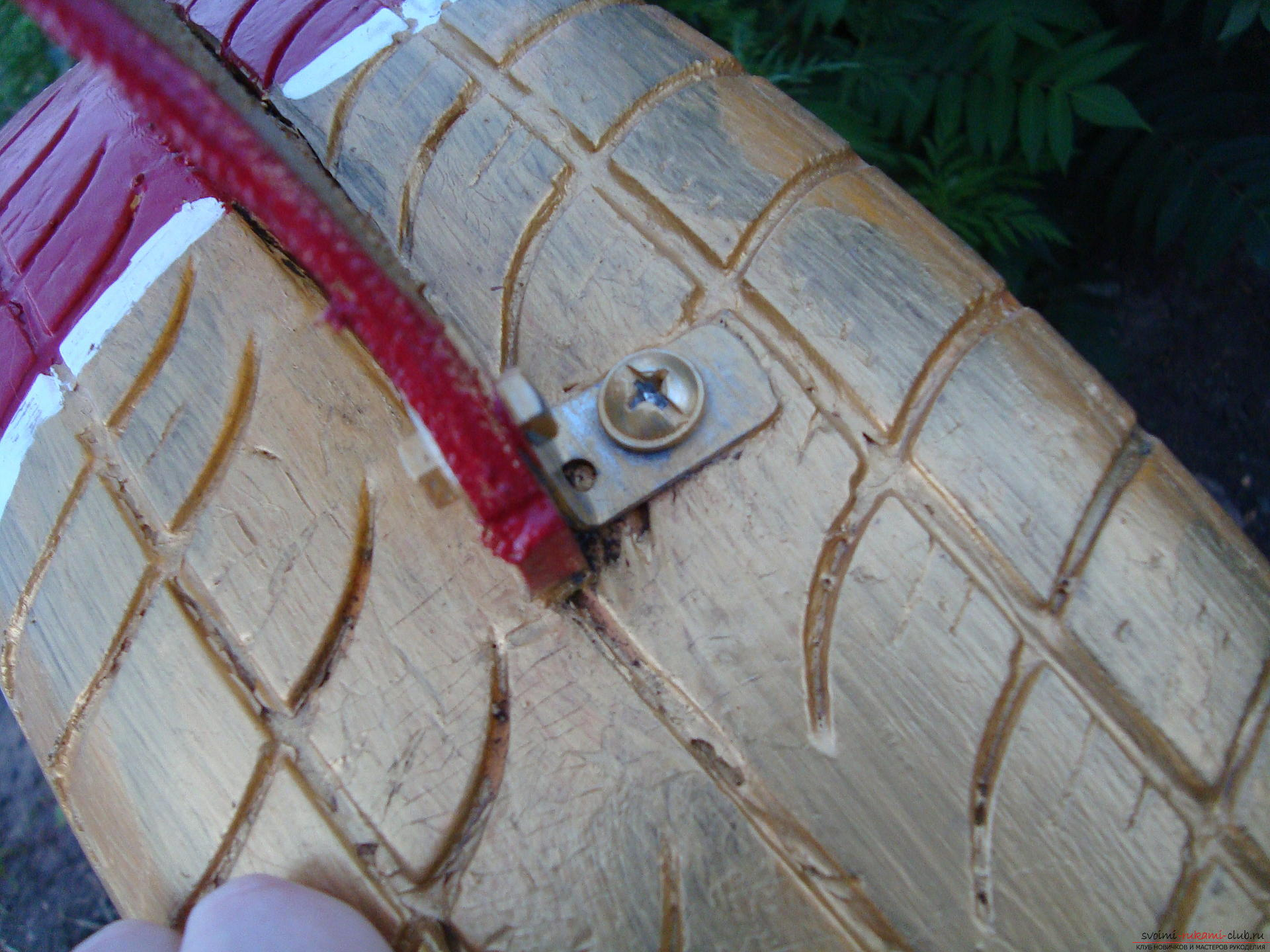 Different crafts made of tires can decorate the yard or playground .. Photo №5
