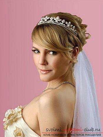 Tips for doing hairstyles with a wedding veil for your own hands. Photo №5
