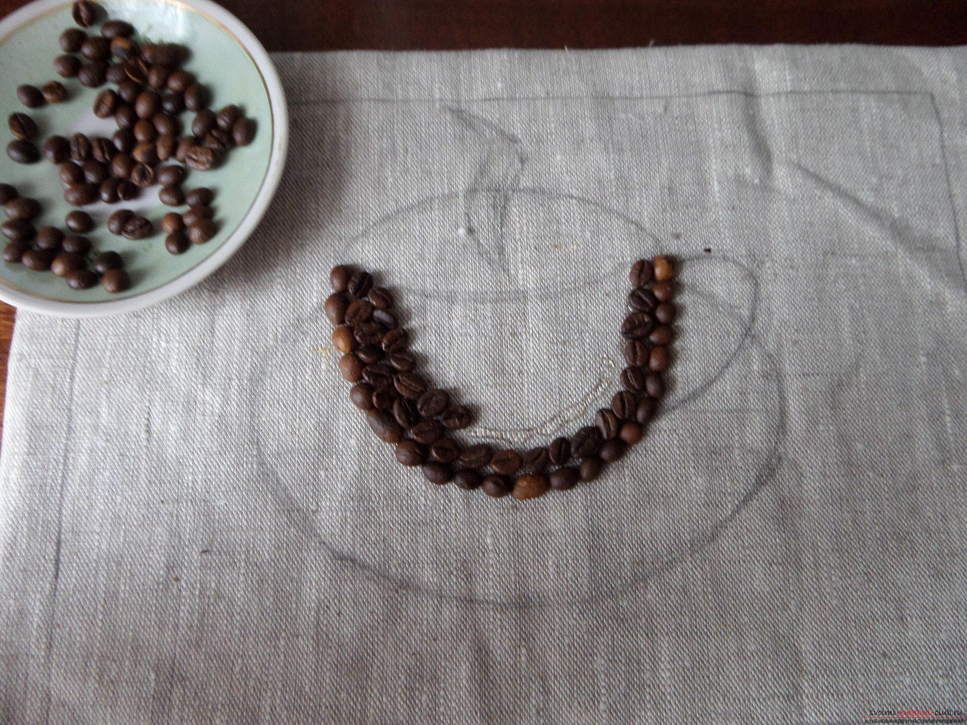 This master class with a photo and description will teach you how to make coffee paintings from coffee beans for the kitchen .. Photo # 22