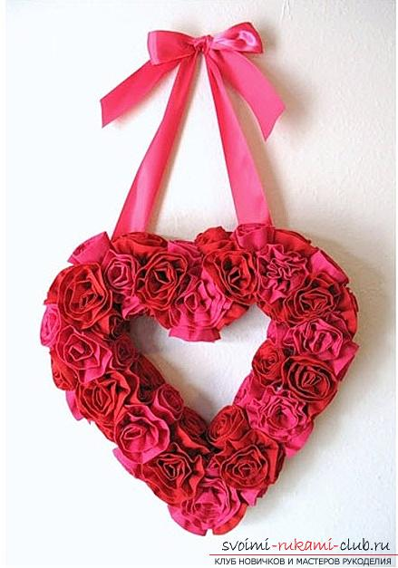 How to make an original and bright gift to the day of All Lovers for a girl, step by step creation of a heart of flowers and beads. Photo №1