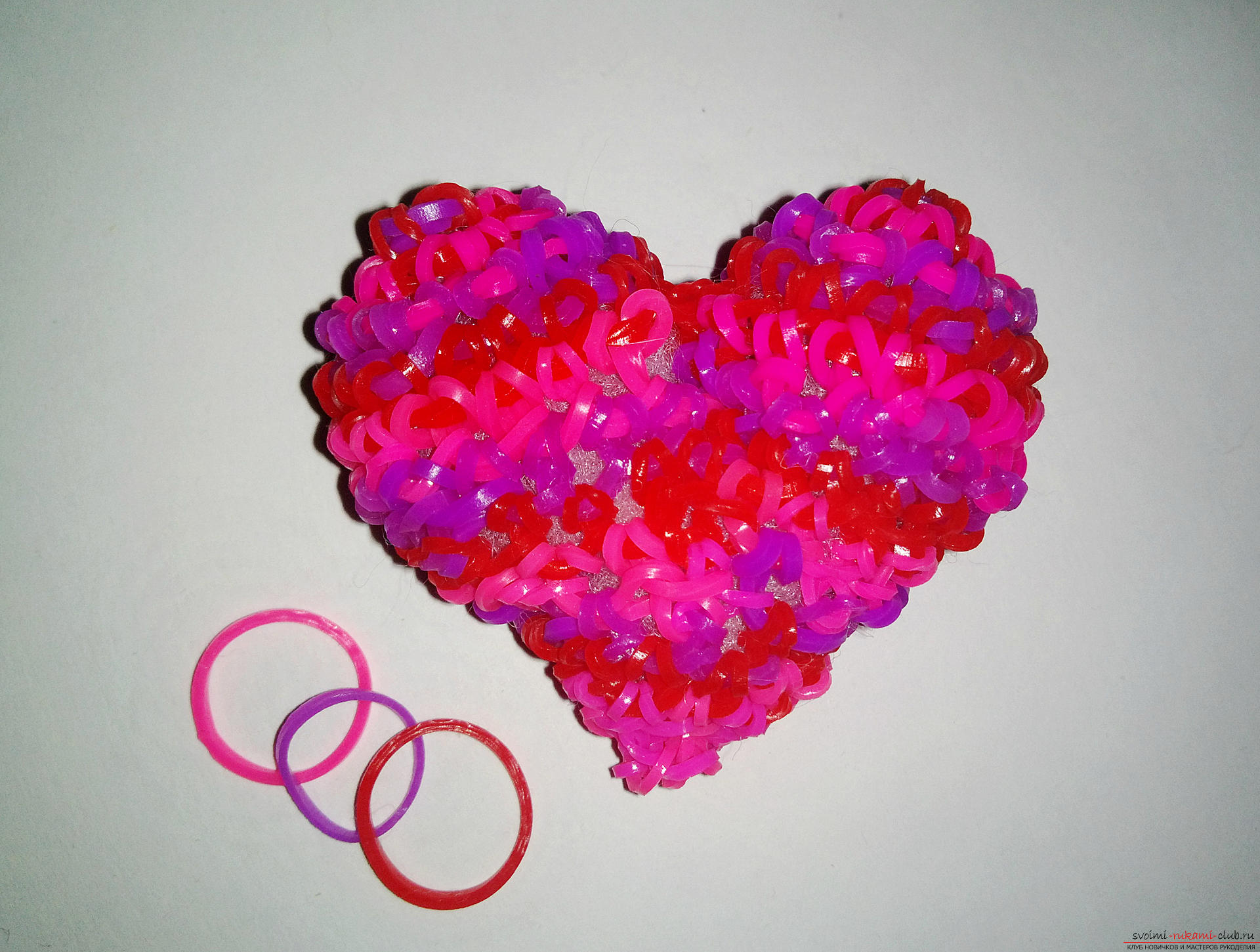 Weaving from rubber: hearts with their own hands. Picture №10