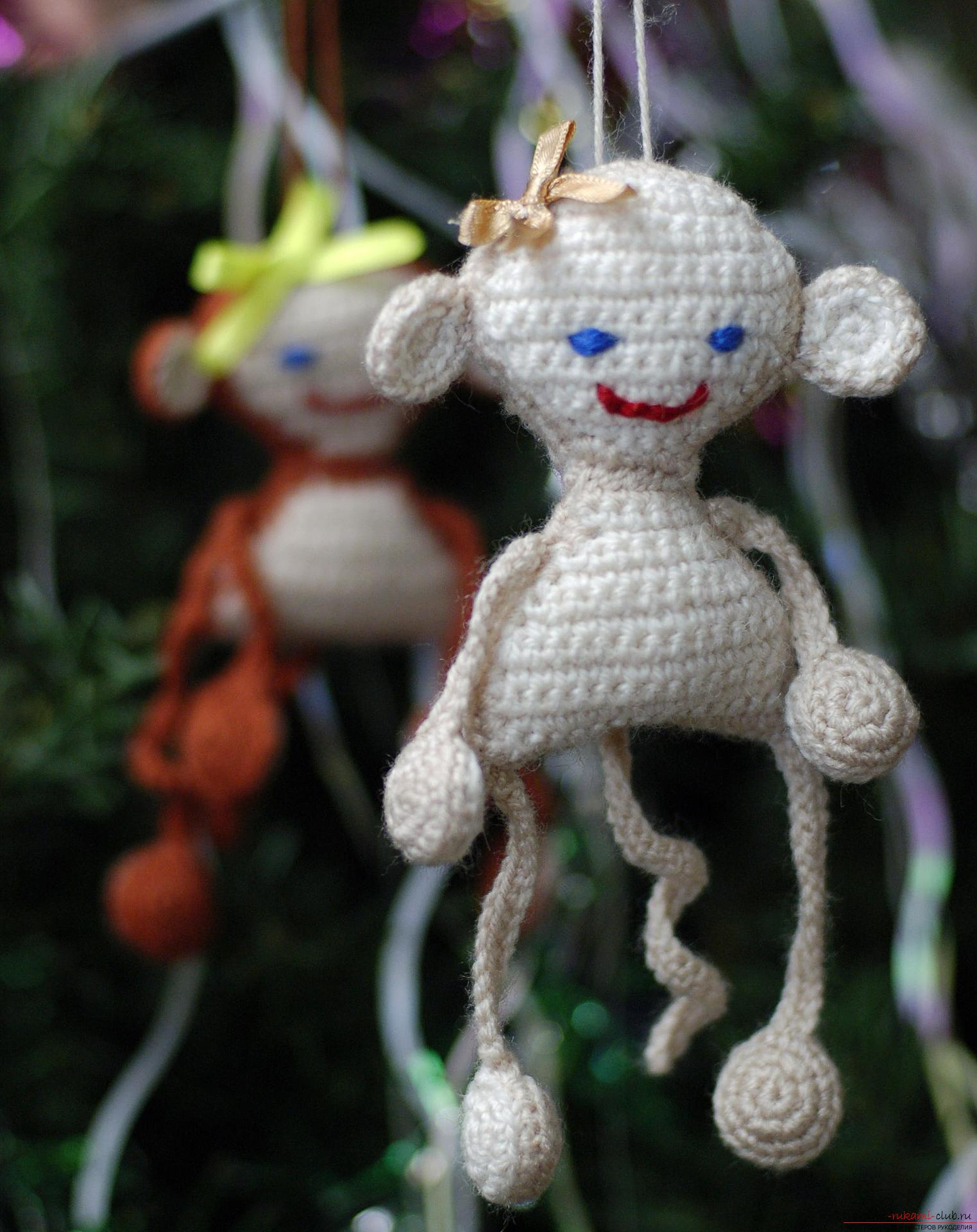 A master class with a detailed description and photo will show how to crochet a toy-symbol of the year - a monkey on a Christmas tree. Photo №25