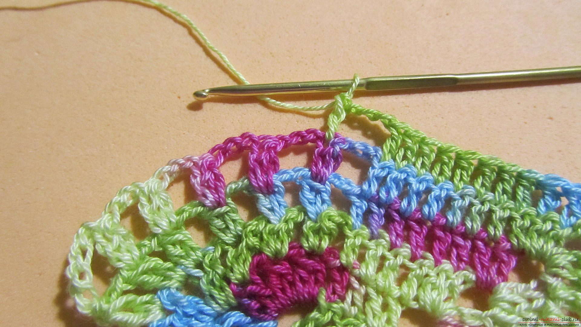 This master class with a pattern and description of crochet will teach you how to knit lace with hearts .. Photo # 33