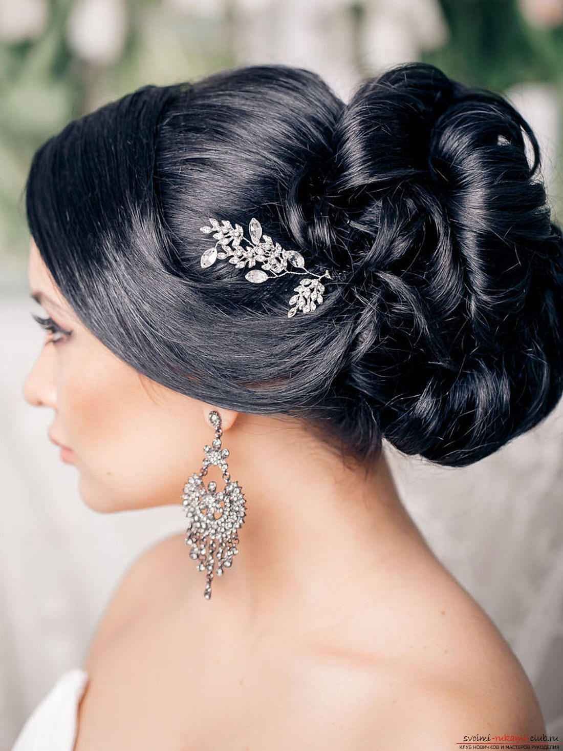 Hairstyles with bangs for the bride. Photo №6