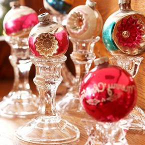 Balls as a New Year's decor of the interior