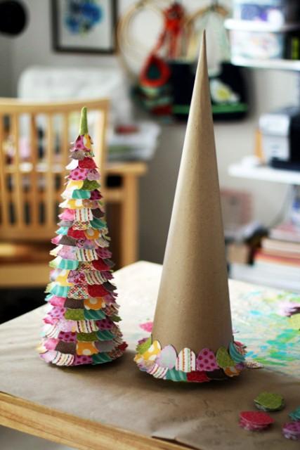 декоративна ялинка з паперу та картону