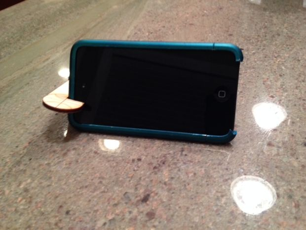 Wooden stand for your smartphone yourself