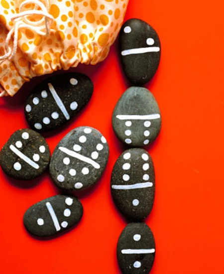 dominoes with their own hands from pebbles