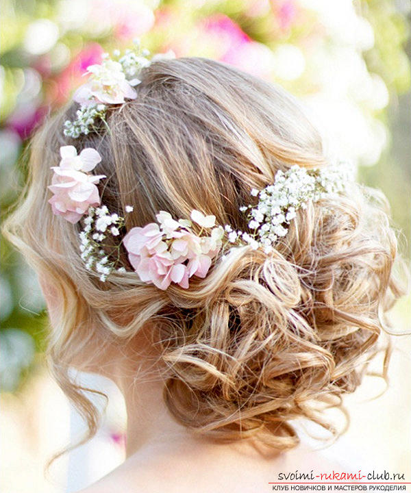 Learn how to make beautiful wedding hairstyles on medium hair with your own hands. Photo №27