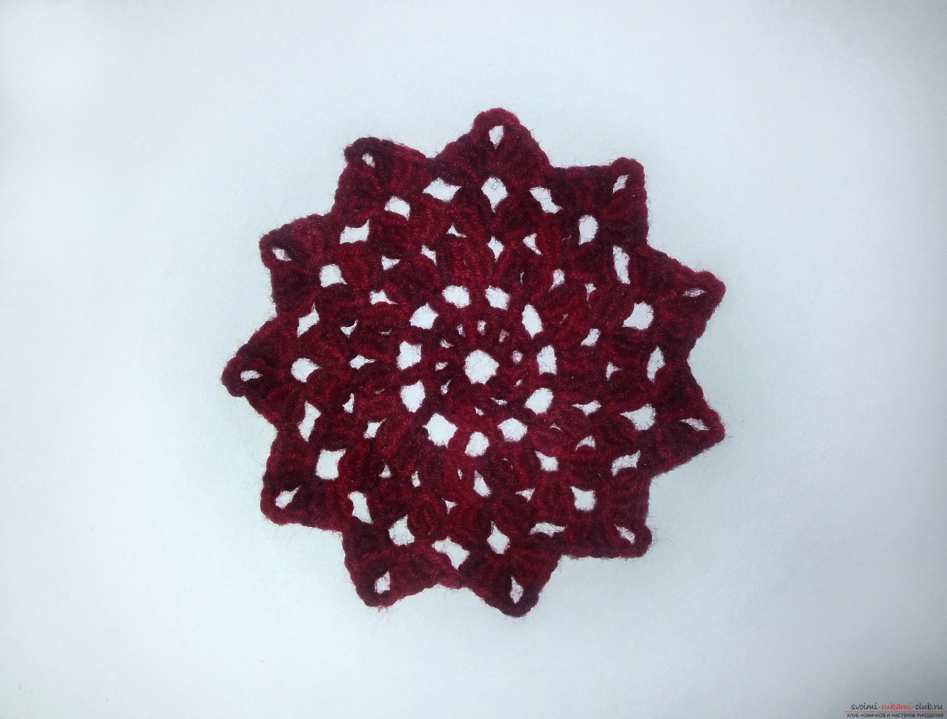 The master class will teach you how to crochet a napkin-stand under the hotter. Photo №8