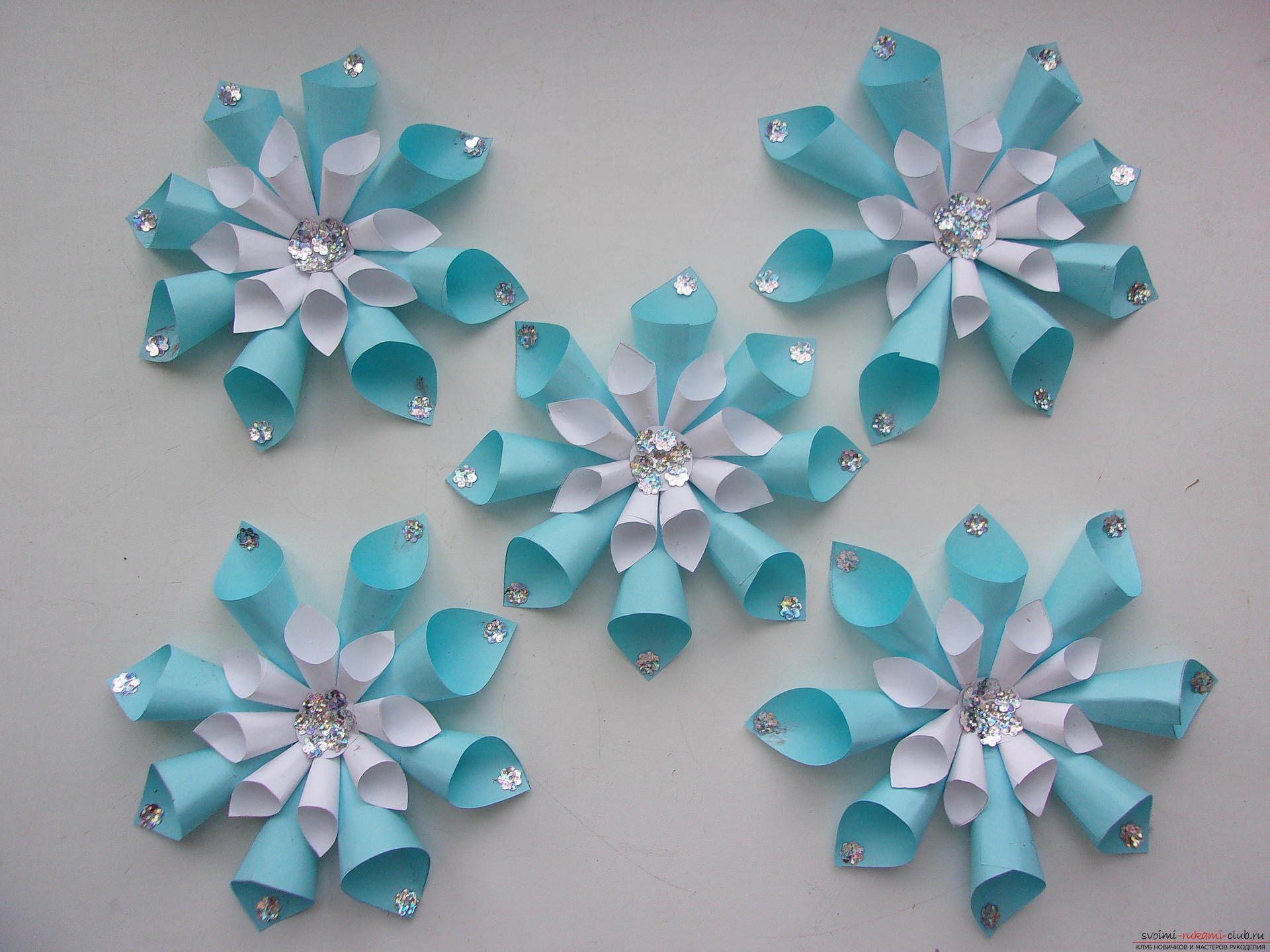Beautiful snowflakes from paper can make even children. In our master class you will see a photo of a snowflake with a step-by-step description .. Photo №1