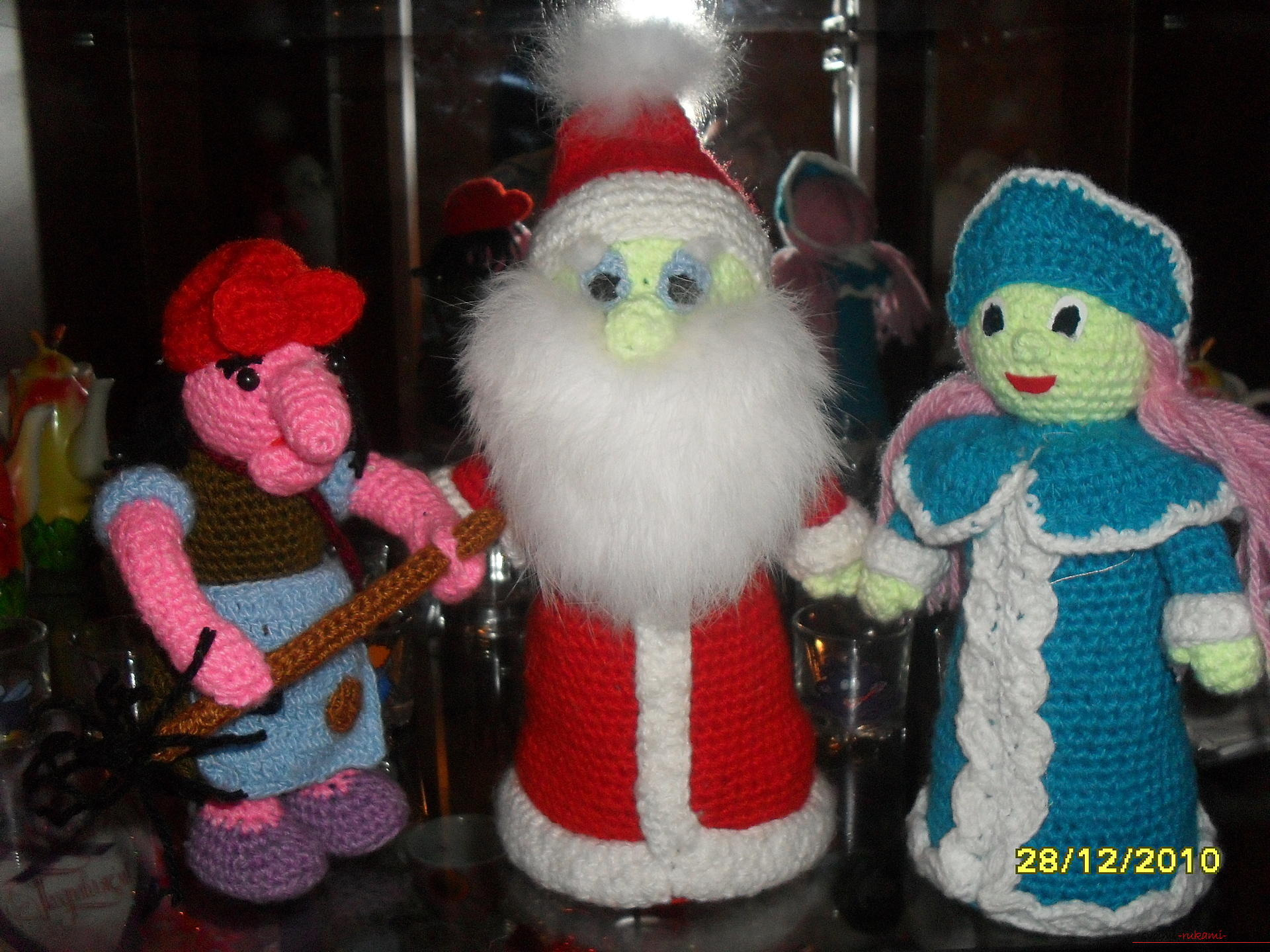 This master class will show which toys can be crocheted under the tree. Photo №1