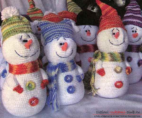 Bright snowman with amigurumi crochet with description and photo. Photo number 16