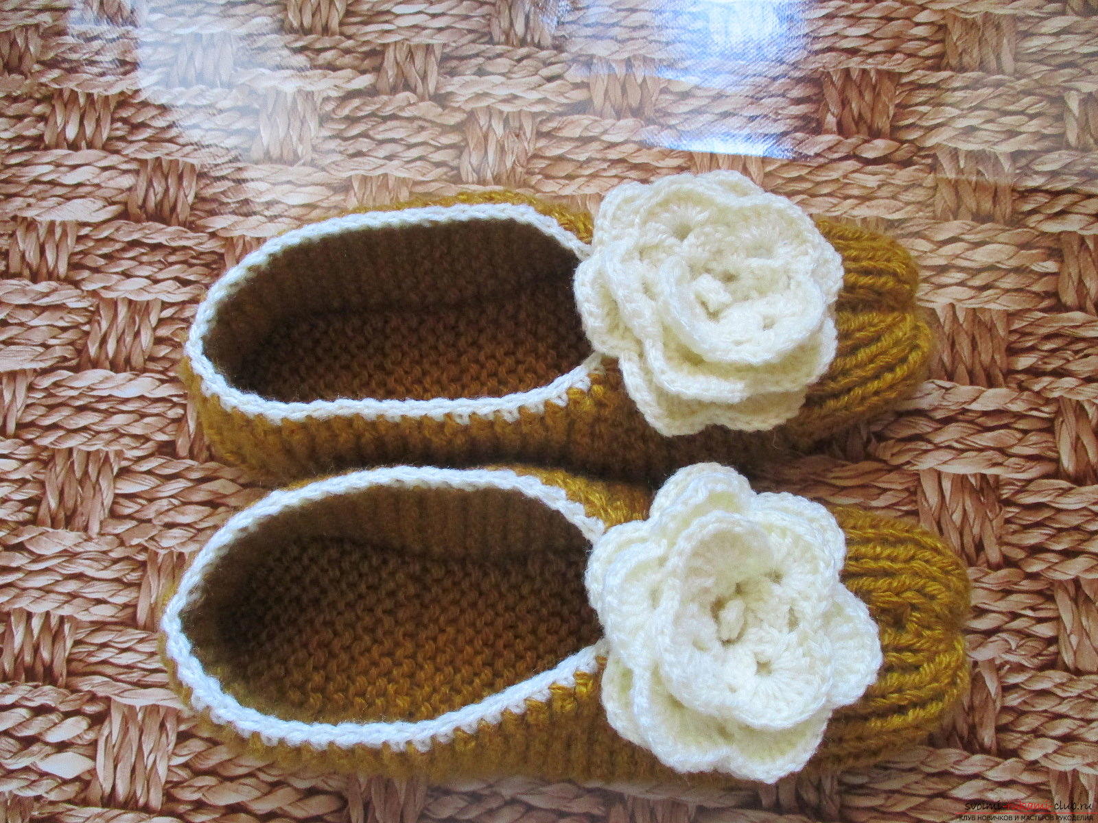 This master class in knitting slippers will teach you how to knit warm and cozy slippers with knitting needles .. Photo # 1