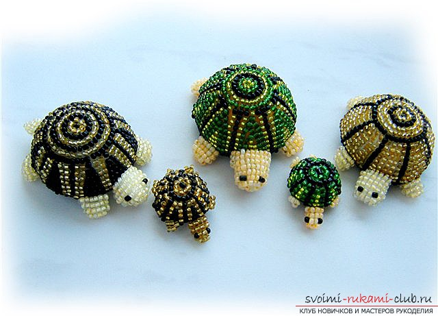 Types of different toys from beads with patterns of weaving. Variants of schemes of weaving beads of toys with the help of various techniques .. Photo №1