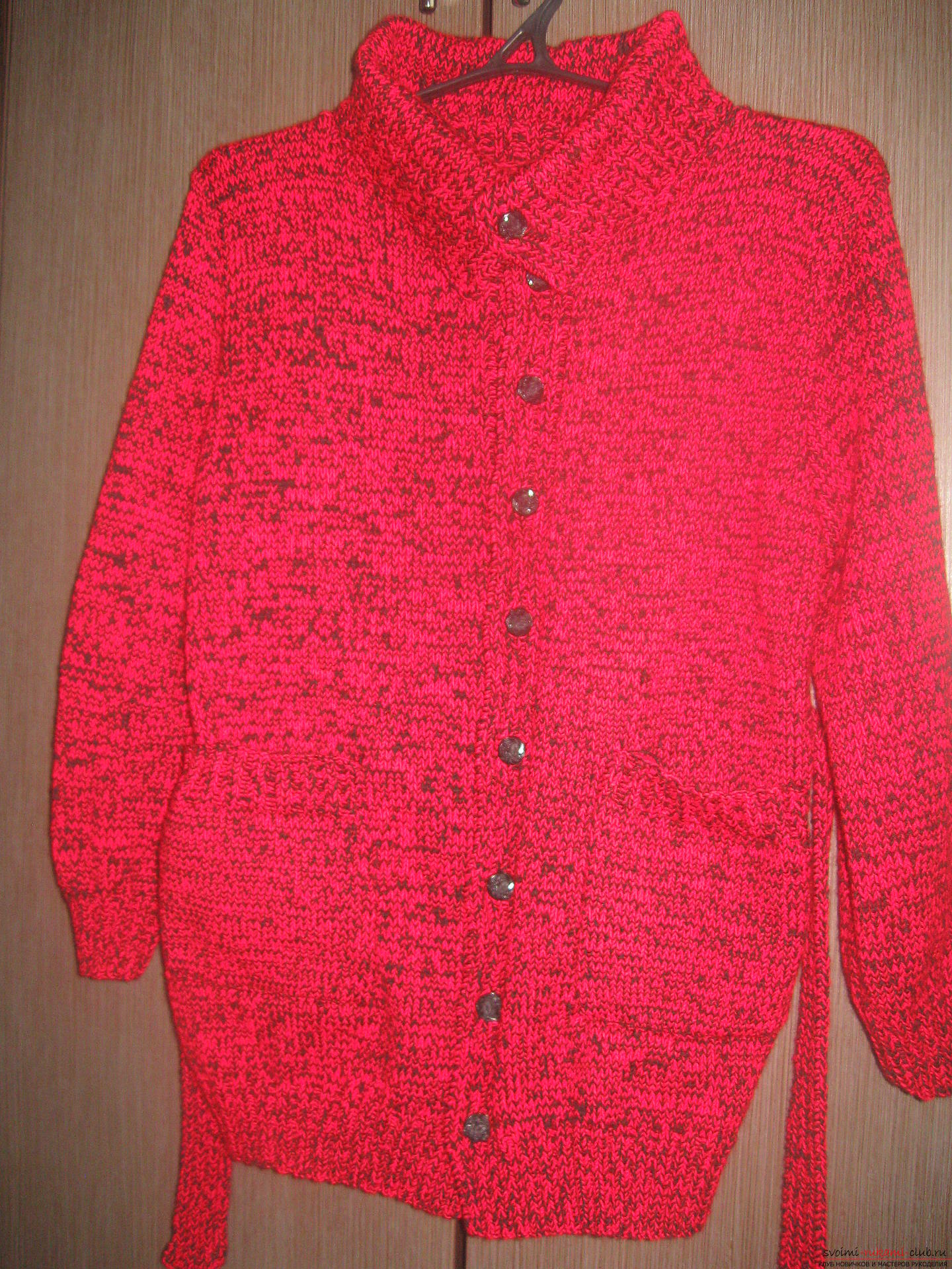The jacket is tied with knitting needles in black and red. Picture №3