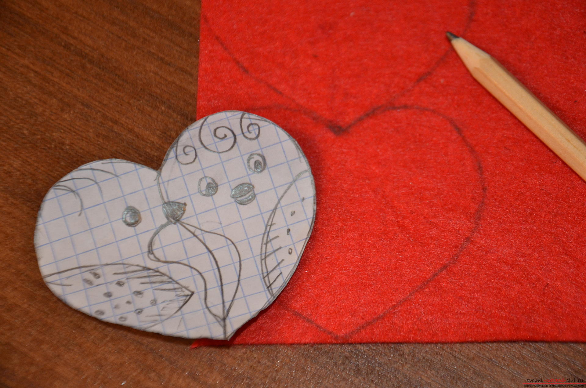 This master class Valentine will teach you how to make your own heart with bullfinches made of felt .. Photo # 4