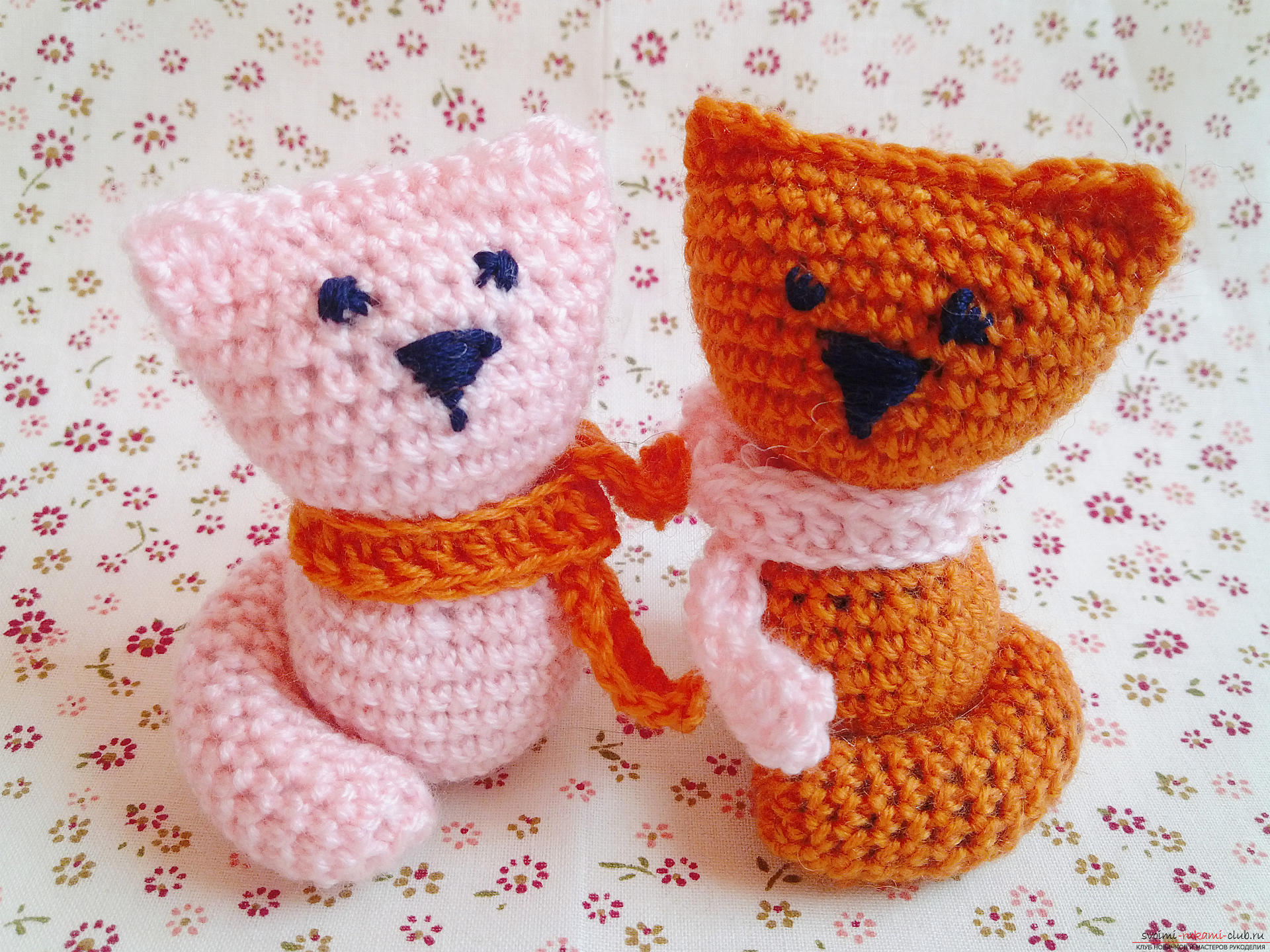 The master class will teach you how to make hand-made articles for your home decoration - crocheted kittens. Picture №10