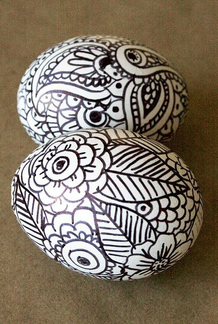 Painting Easter eggs with a marker