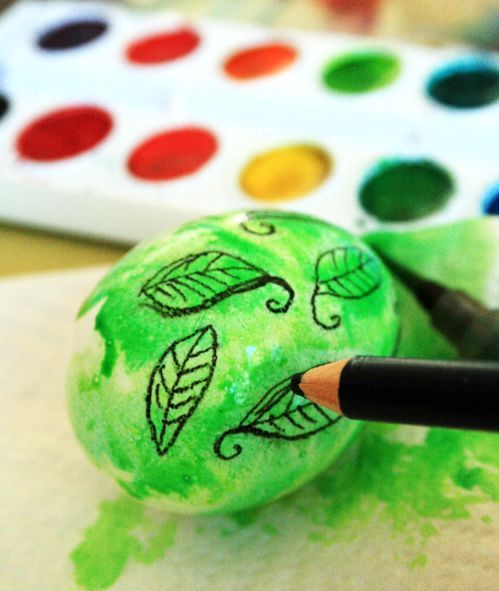 master-class painting of Easter eggs with watercolor and watercolor pencil