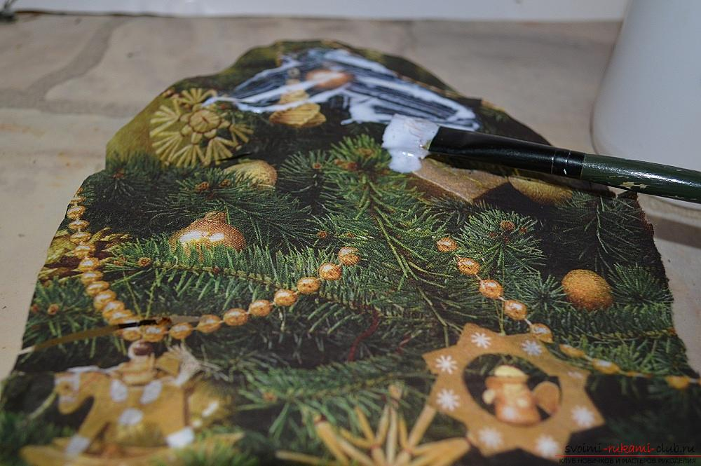 The master class will teach you how to make a Christmas decoration - a Christmas tree - in the technique of decoupage. Photo №8