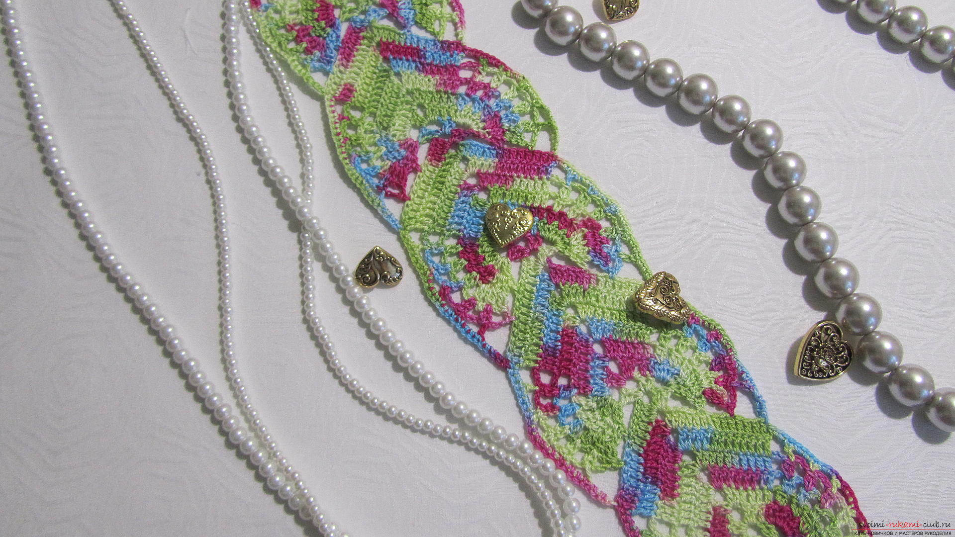 This master class with a pattern and description of crochet will teach you how to knit lace with hearts .. Photo # 1