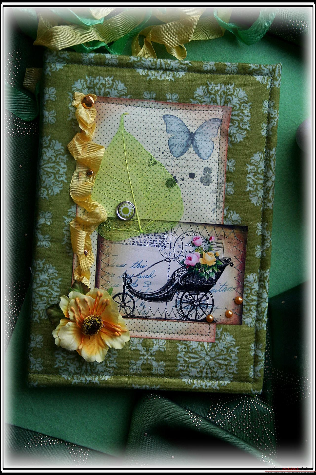 This master class will teach you how to make an original gift for the New Year - scrapbooking notebook. Photo №1