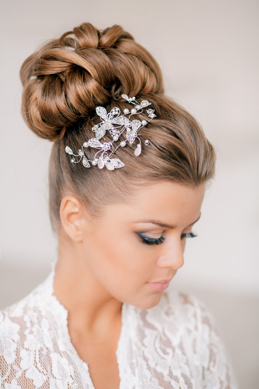 Photo gallery of wedding hairstyles for hair of different length. Photo Number 9