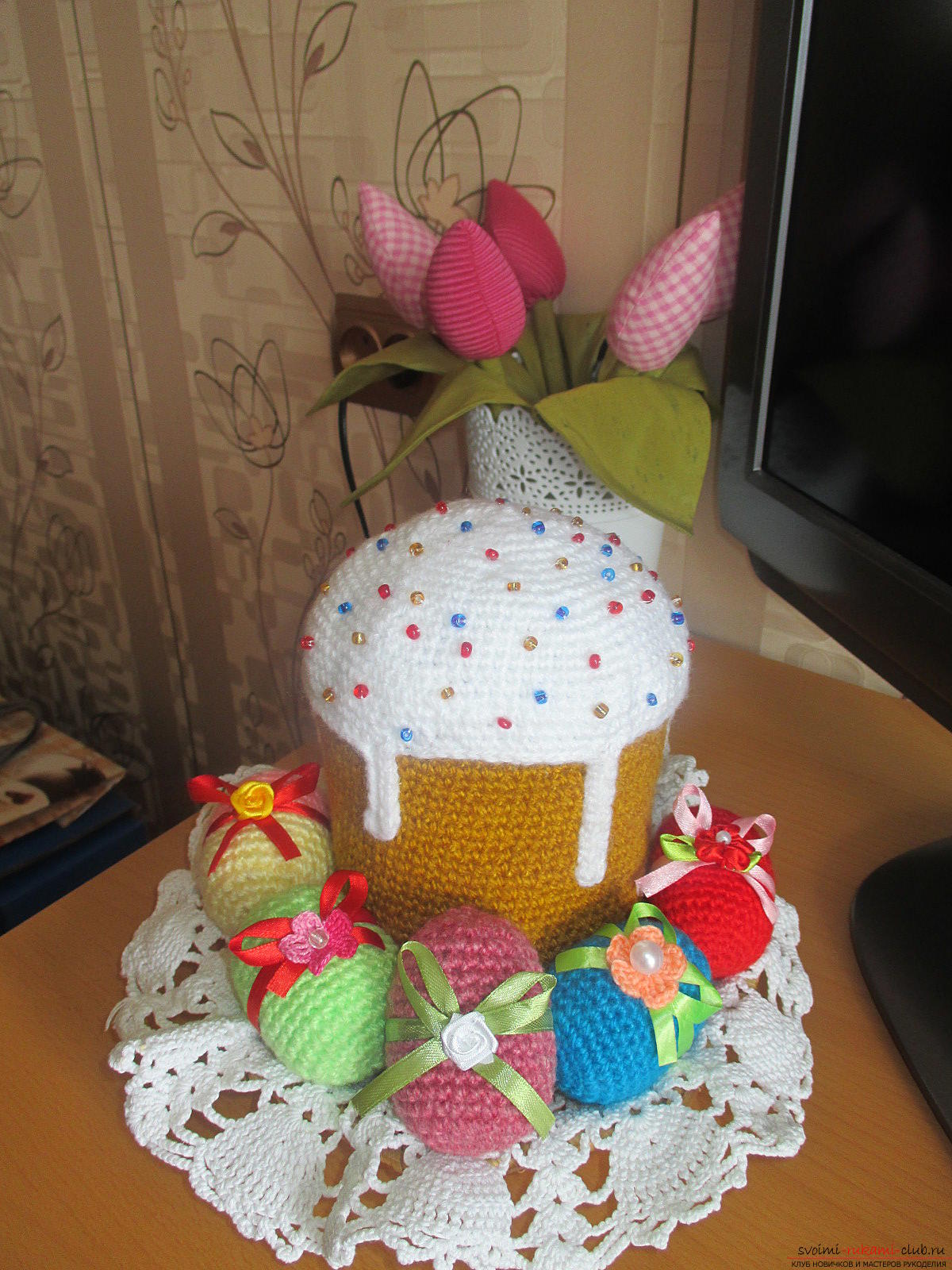 Crafts for Easter in the form of cakes and eggs with their own hands decorate the festive table, will be useful as Easter crafts in school .. Photo №1
