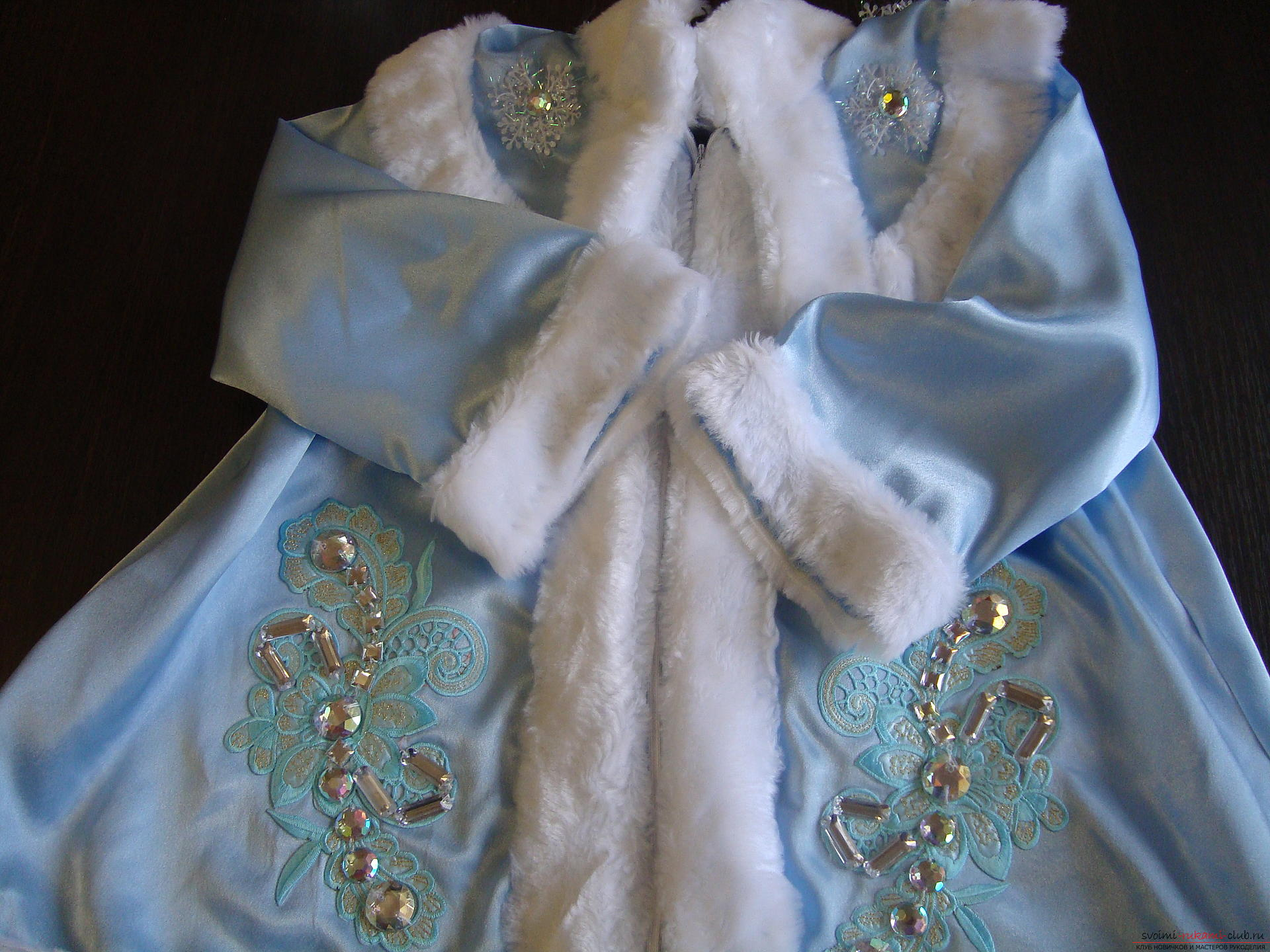 Carnival costumes for the girl's mother can sew by hand. The Snow Maiden costume will appeal to many girls .. Picture №3