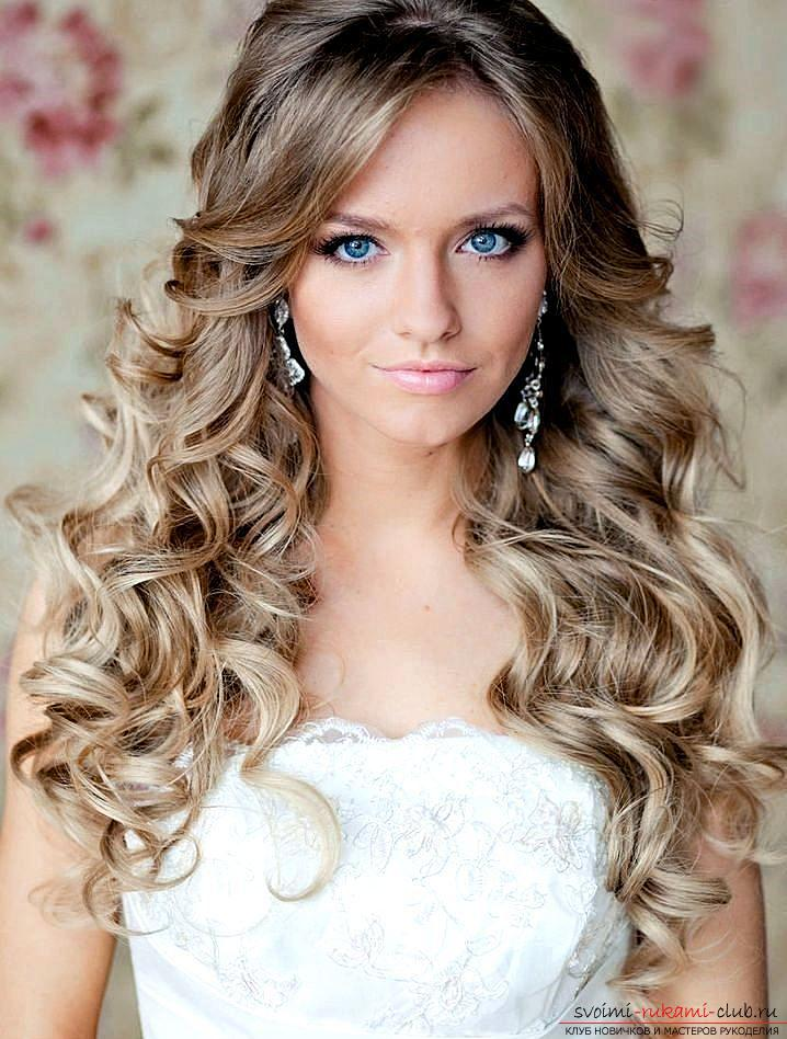 Various options for evening hairstyles for medium hair, tips for creating them and visual examples .. Photo # 1