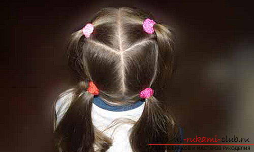 We learn to make beautiful hairstyles for medium hair for girls with our own hands. Picture №10