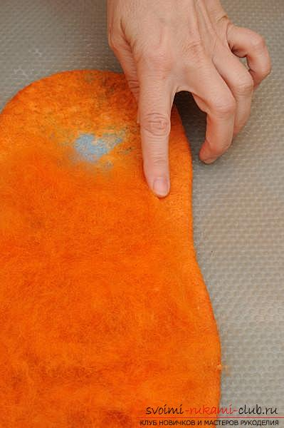 How to create your own comfortable slippers by felting. Photo №6