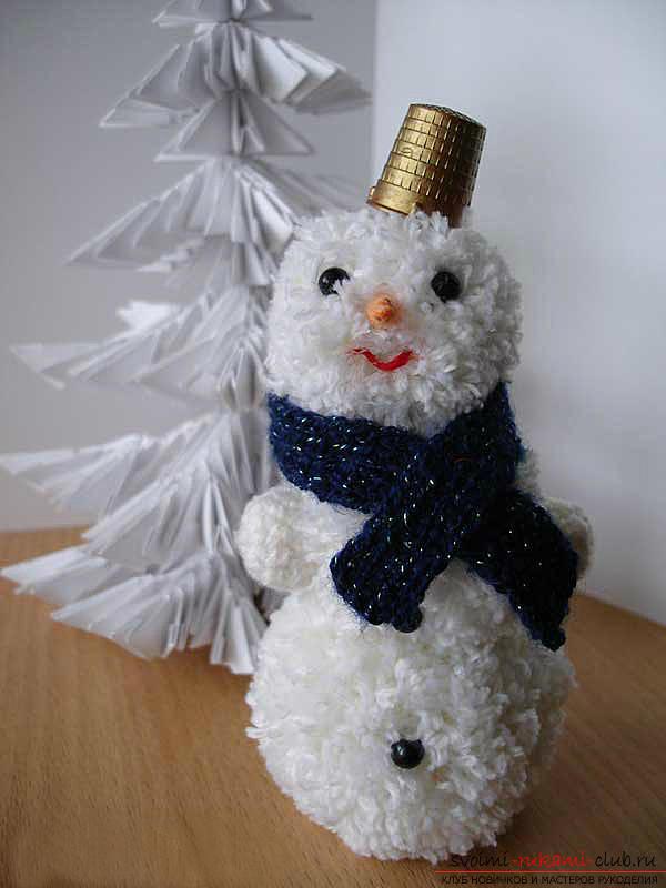 Коледа снежен човек с ръцете си, как да се направи снежен човек, коледни занаяти с ръцете си, снежен човек, изработен от полимер глина, плат снежен човек, снежен човек от електрически крушки .. Фото №4