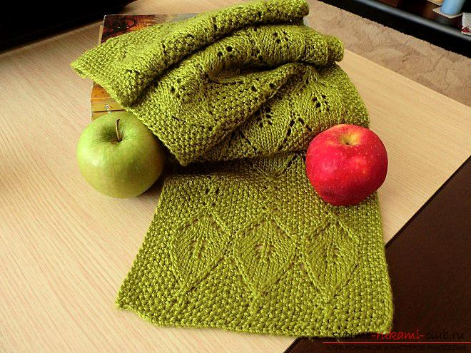 Knitting a bright openwork scarf with knitting needles. Picture №10