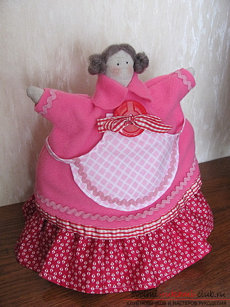 As for the pattern, sew a cute tilde doll with a hot-water bottle on the kettle by hand. The master class will step by step tell you about the main points of sewing. Photo №1