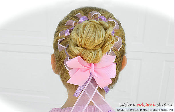 Hairstyles for September 1 for young schoolgirls for hair of different lengths are easy to do on their own. Picture №10