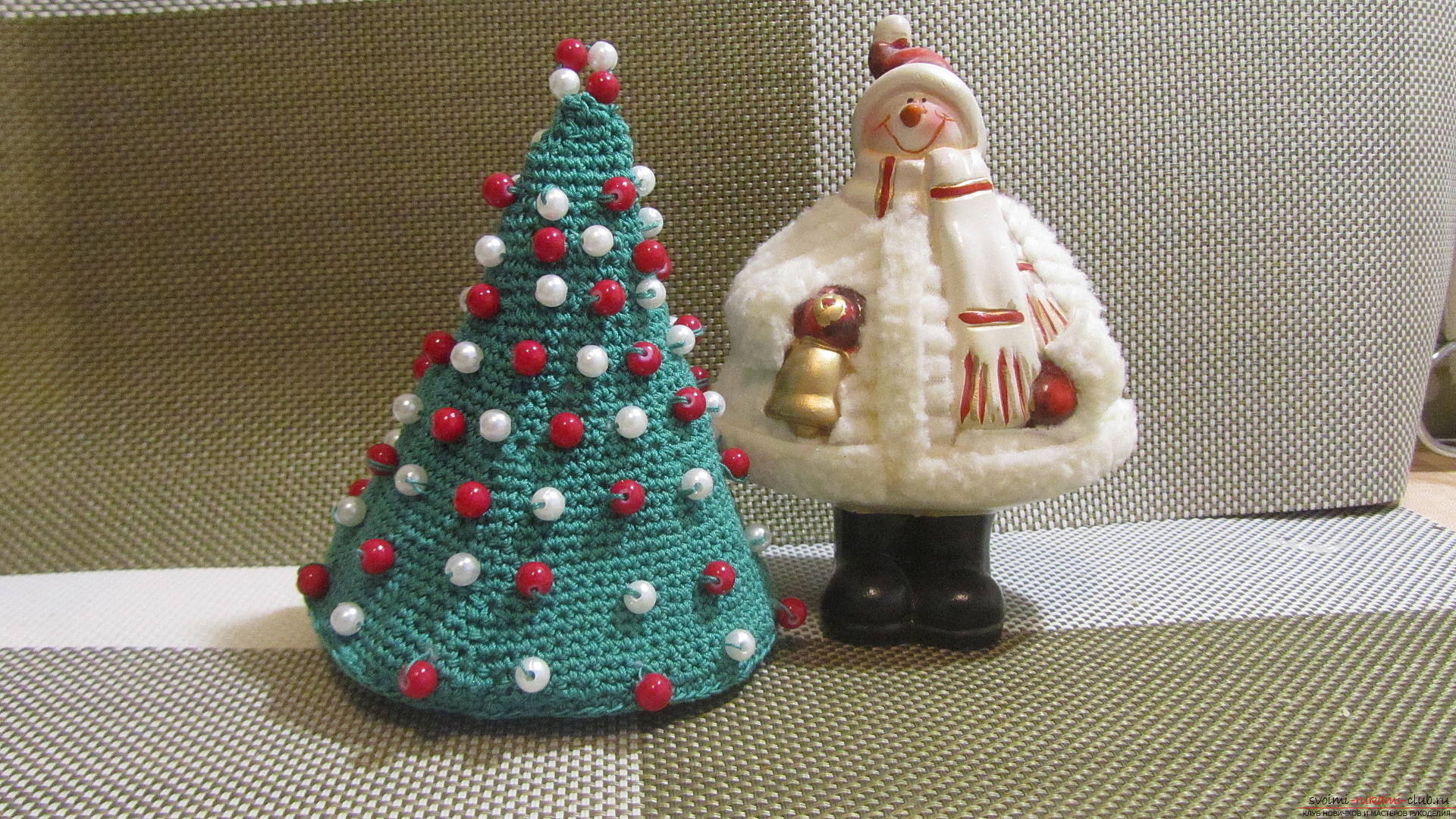 This master class contains a description of a crocheted Christmas tree - the original crafts for the New Year with their own hands. Photo №1
