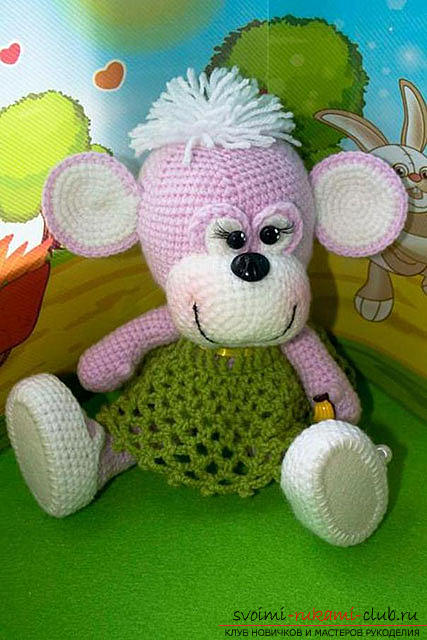 Monkey amigurumi with his hands with a step-by-step description and photo. Picture №3