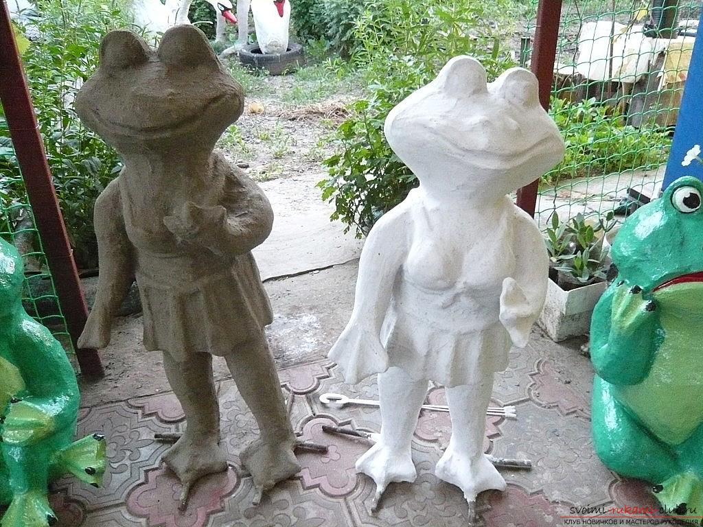 Crafts from plastic bottles, the princess-frogwith their own hands, how to make a frog from a plastic bottle, a frog in the form of a container with their own hands, toys for children in the form of frogs, advice on making frogs. Photo # 20